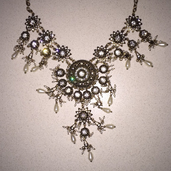 Forever 21 Jewelry - F21 statement necklace